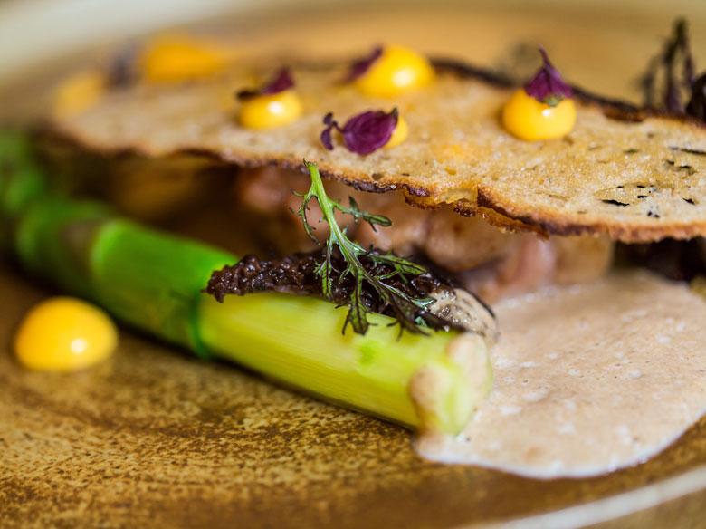 restaurant-gastronomique-le-sixieme-sens-rouen-6-6eme-vieux-marche-gueret-1880-2-asperge-780x584