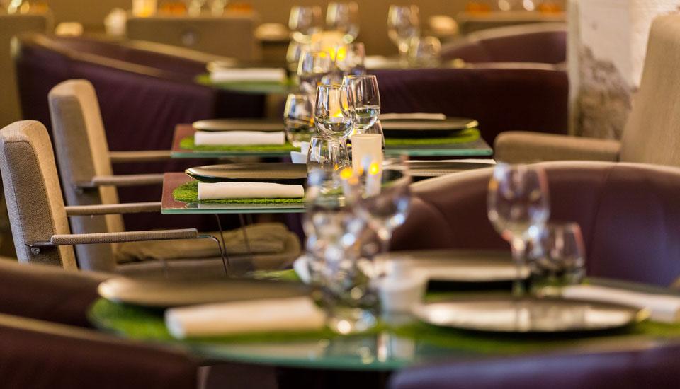 restaurant-gastronomique-le-sixieme-sens-rouen-6-6eme-vieux-marche-gueret-1880-15-restaurant-flou-vert-assiette-960x550