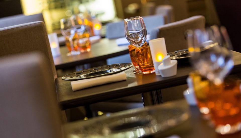 restaurant-gastronomique-le-sixieme-sens-rouen-6-6eme-vieux-marche-gueret-1880-16-restaurant-flou-cuir-assiette-960×550
